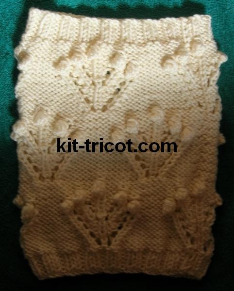 snood au tricot avec des bouquets de nopes